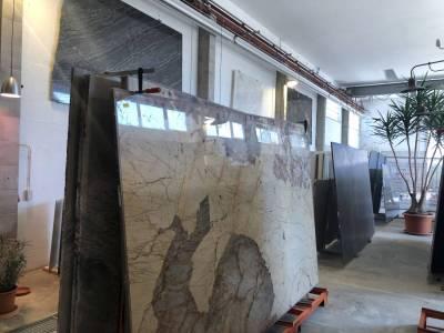 Mast-Ausstellung-AlteHalle-Innen-Grossplatten