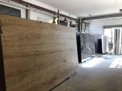 Mast-Ausstellung-AlteHalle-Innen-Grossplatten2
