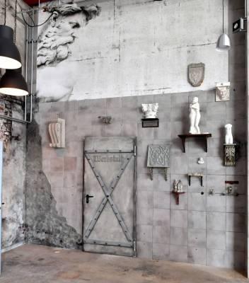Mast-Ausstellung-AlteHalle-Innen-Zugang-Werkhalle