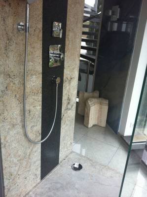 Mast-Ausstellung-Dusche