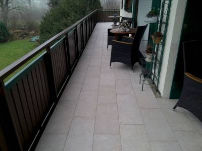Mast-Naturstein-Boden-Balkon